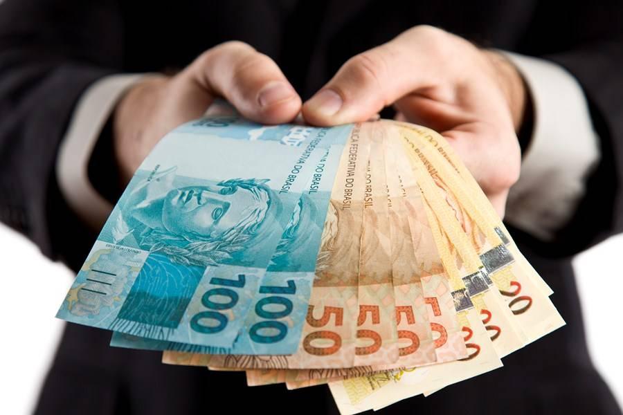 Prefeitos abrirem mão do salário é constitucional?