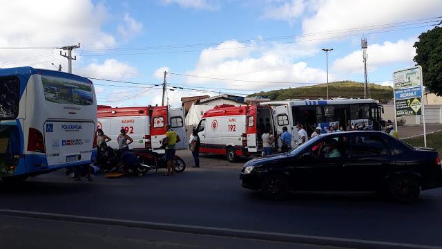Jacobina: Enfermeira se envolve em acidente na Avenida Centenário