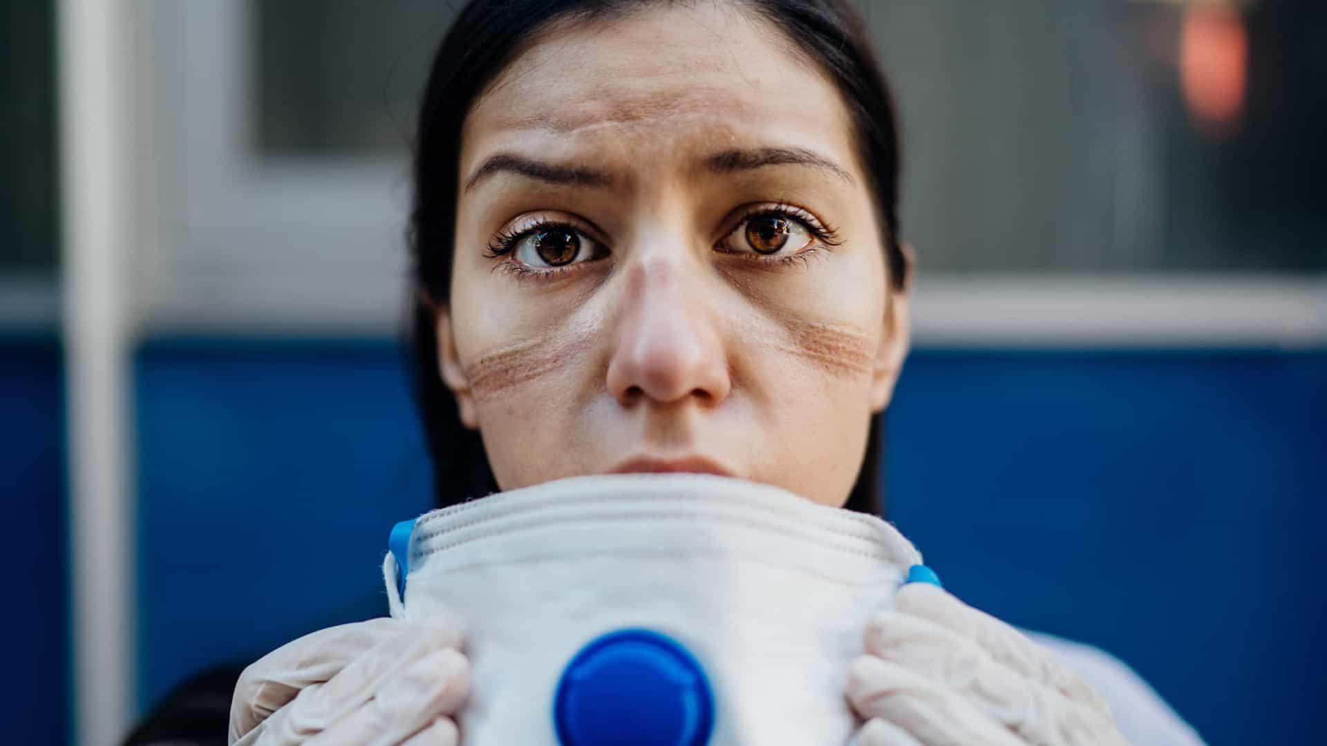 Covid-19: pesquisa revela impactos em 95% dos profissionais de saúde