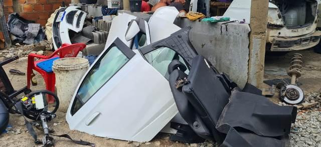 Feira de Santana: Polícia descobre desmanche de carros roubados