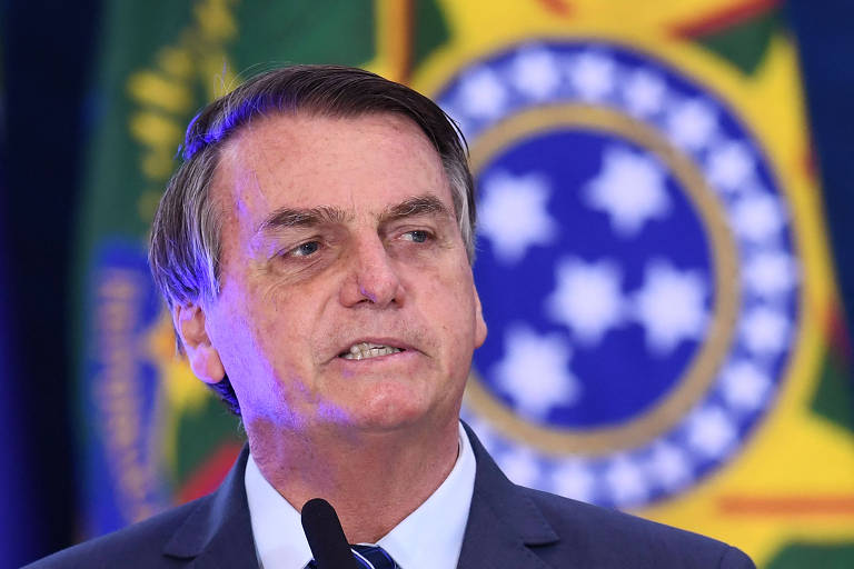 Bolsonaro ataca a China e sugere que estamos diante de uma guerra biológica