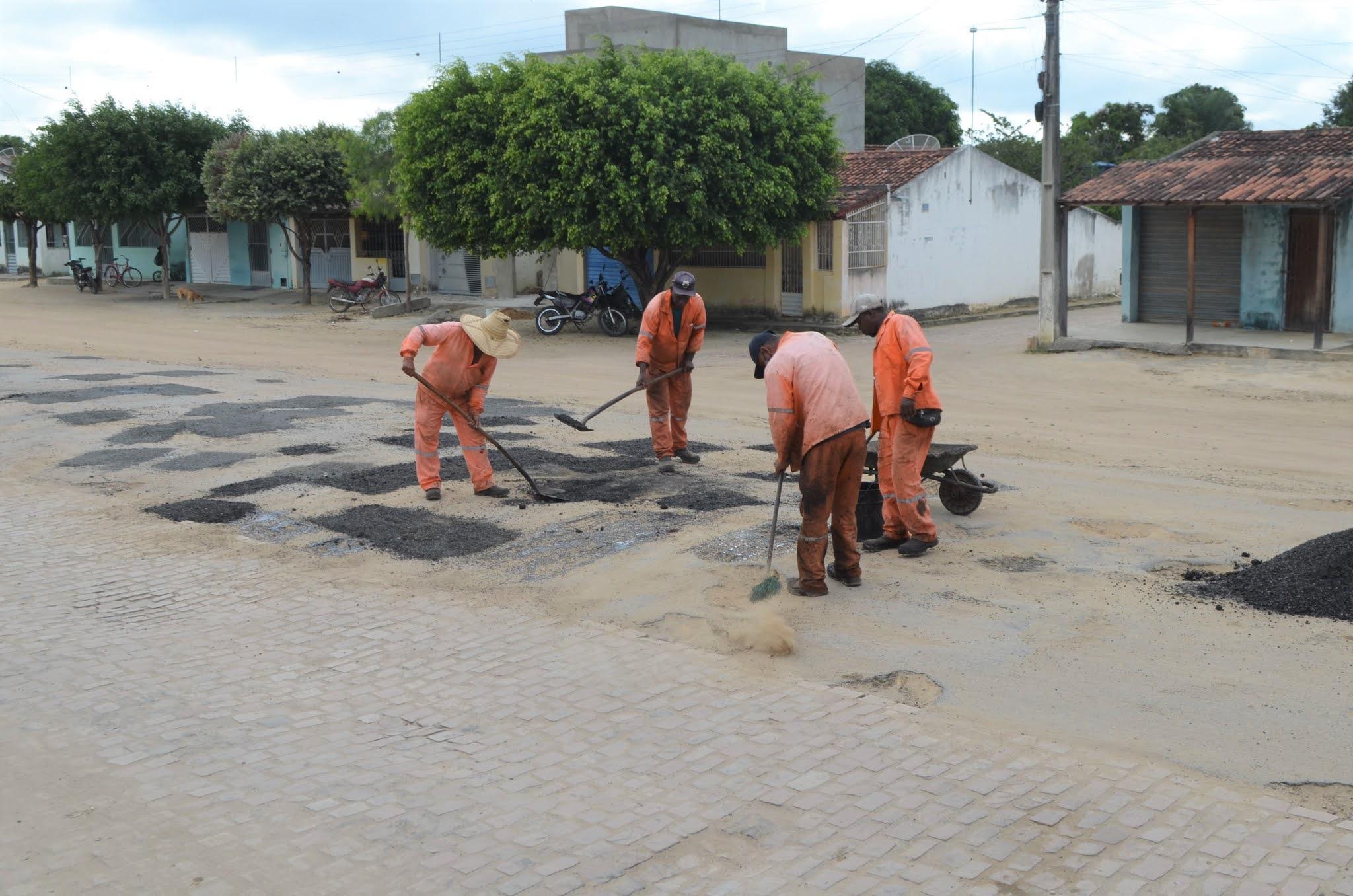 Pavimentação: Em ação conjunta Prefeitura e Estado realizam operação tapa buracos em Novo Paraíso