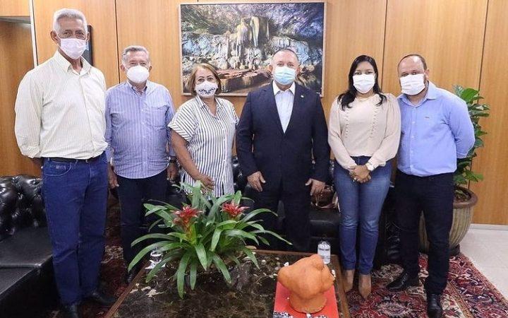 Leopoldo Passos, Clériston Alves e grupo de vereadores visitam o Presidente da Assembleia Legislativa